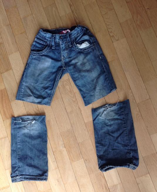 Jeans mit Loch - abgeschnitten